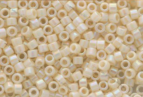 Delica gyöngy 11/0, DB0157, telt krém AB, 4g