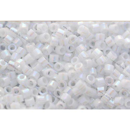 Delica gyöngy 11/0, DB0202, telt fehér gyöngyház AB, 4g