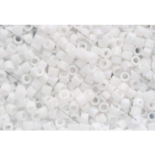 Delica gyöngy 11/0, DB0351, matt fehér, 4g