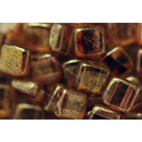 Kétlyukú négyzet, arany lüszteres kristály smaragd topáz, 25 db