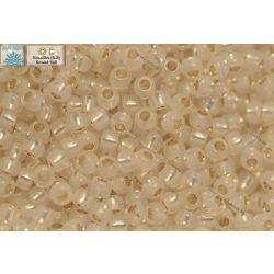 Japán kásagyöngy TOHO 11/0, aranyközepű fehér opál, 10g